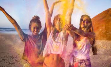 playing-with-colored-powder-P9DELEK.jpg